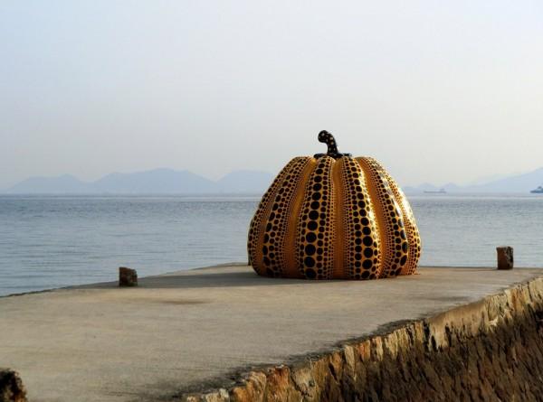 Yayoi-Kusama-Yellow-Pumpkin-600x445