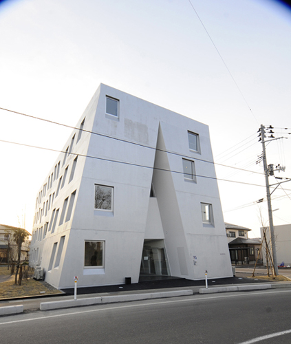 10 >> One Roof Apartment by Akihisa Hirata and Yoshihiko Yoshihara | Spoon & Tamago