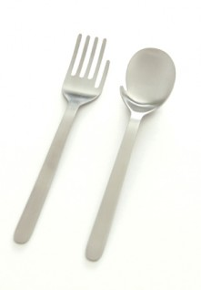 hand fork hand spoon 1 221x318 eat with your hands! Moe Furuyas Hand Fork & Hand Spoon