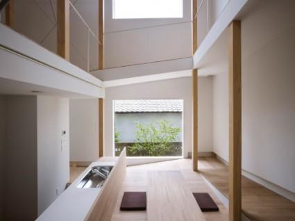 house of slope FujiwaraMuro 3 425x318 House of Slope by FujiwaraMuro Architects