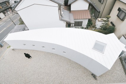velo00 photo00 425x282 House with Curved Walls by Studio Velocity