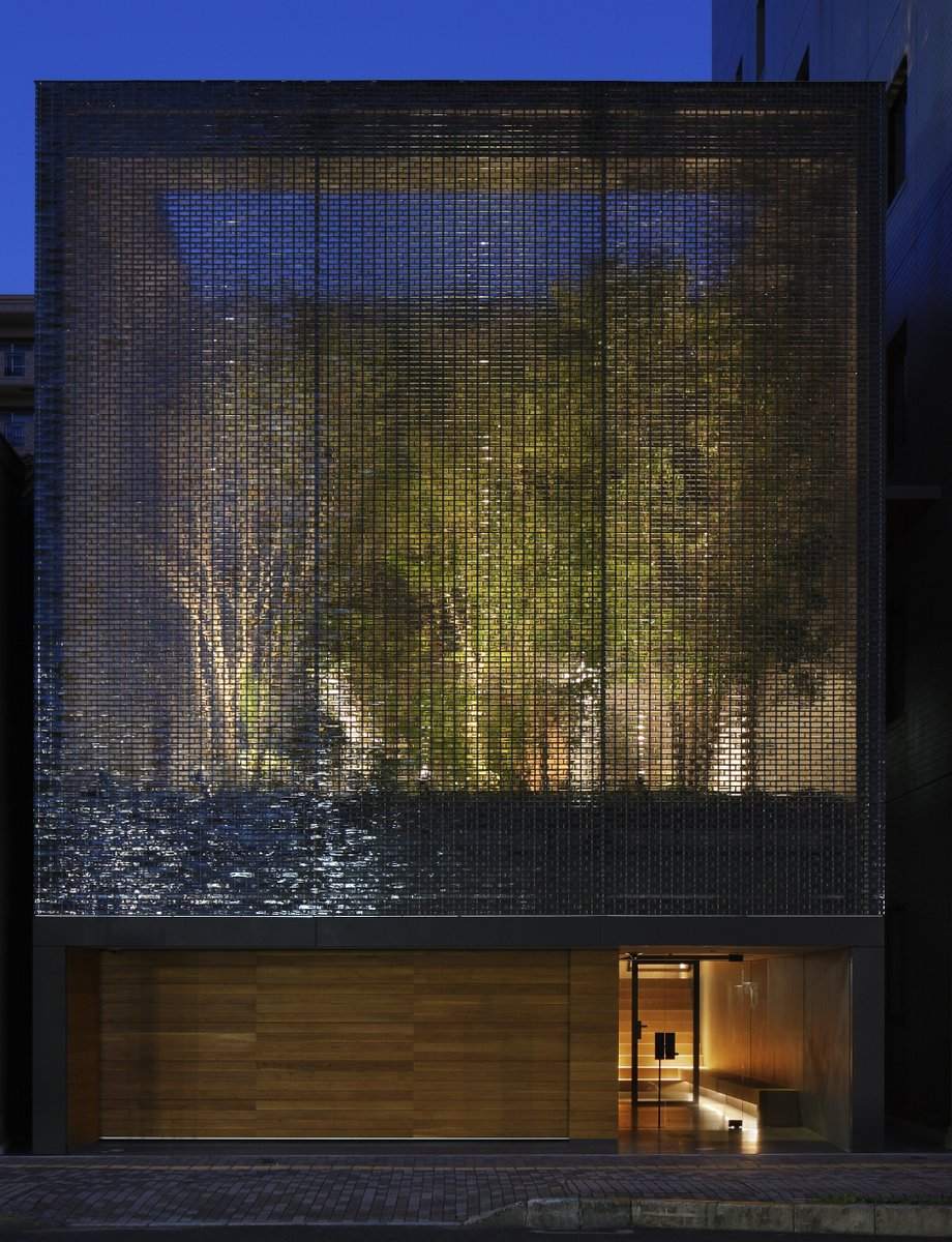 A garden enclosed by 6000 glass blocks optical glass for Acrylic vs glass windows
