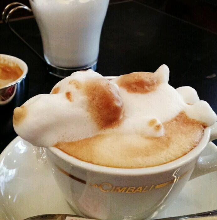 latte art snoopy
