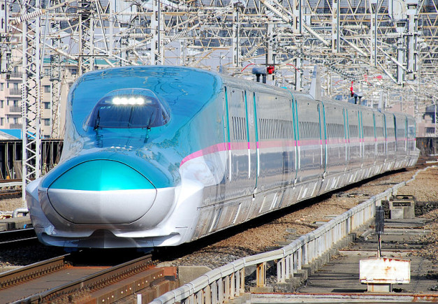 800px-JRE-TEC-E5_omiya
