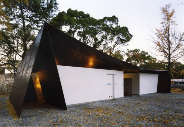 Japanese public restrooms - Halftecture O by Shuhei Endo 1