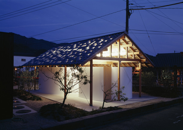 Japanese public restrooms - Hut Arc Wall by Tato Architects 1