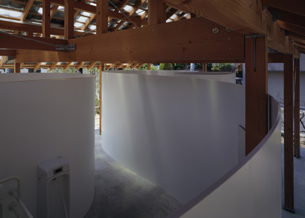 Japanese public restrooms - Hut Arc Wall by Tato Architects 3