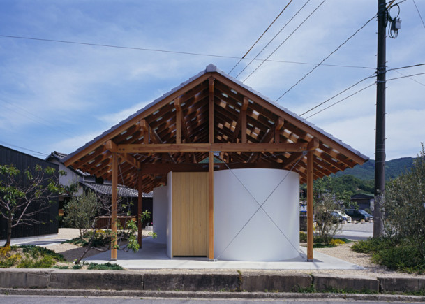 Japanese public restrooms - Hut Arc Wall by Tato Architects 4