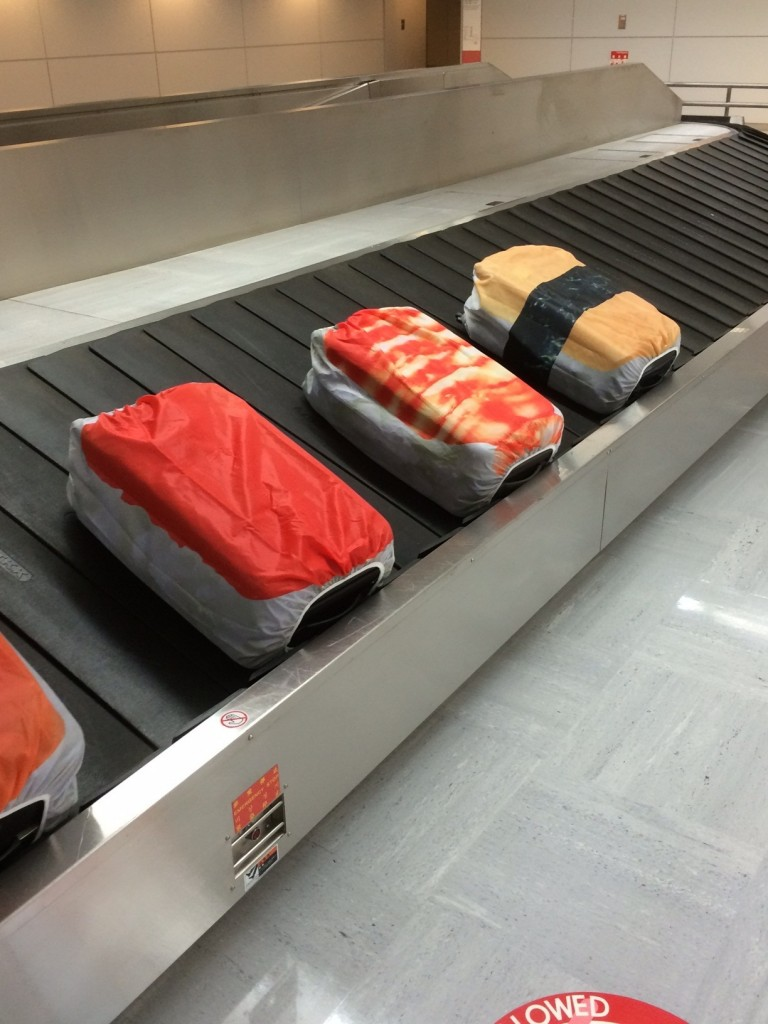 omiseparco-sushi-suitcase-cover-3