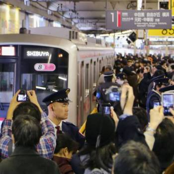 1200 Station Workers in Tokyo Shift Tracks From Above to Underground in Just One Night