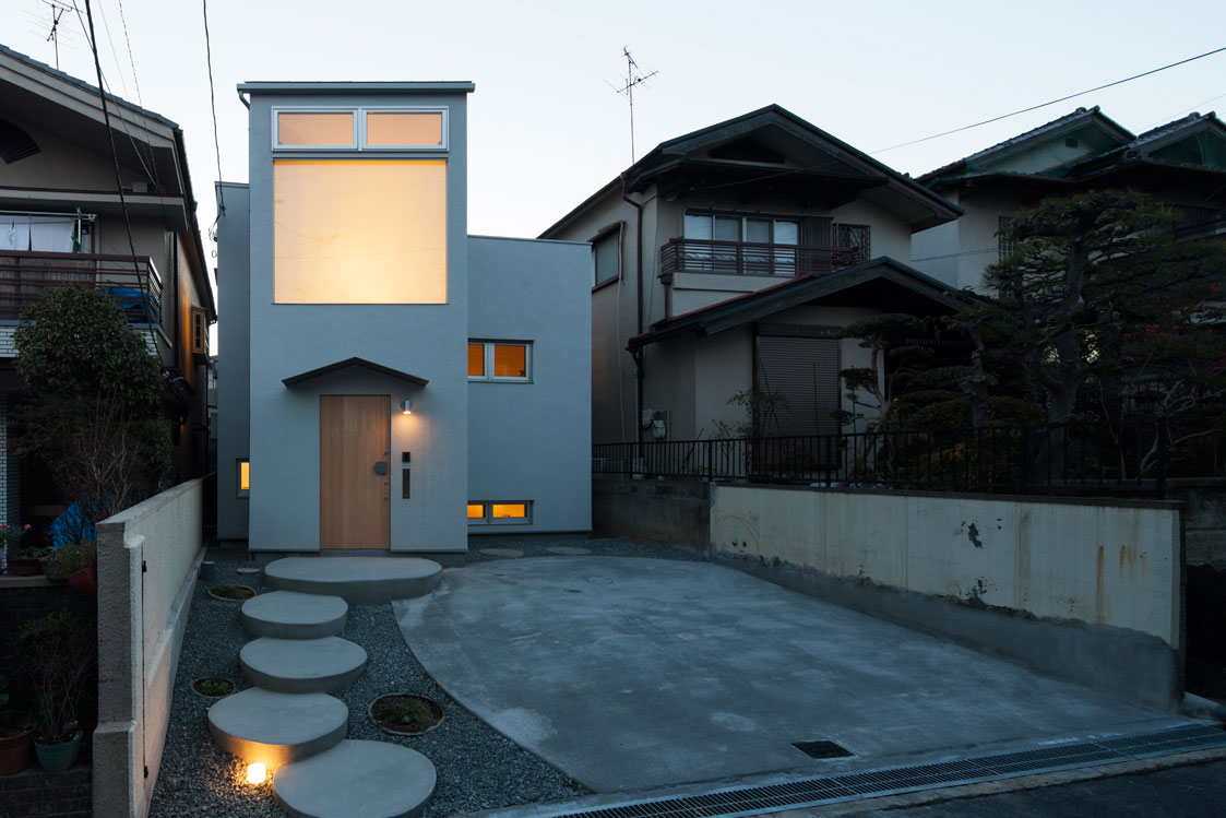 moon house by fumiaso architecture
