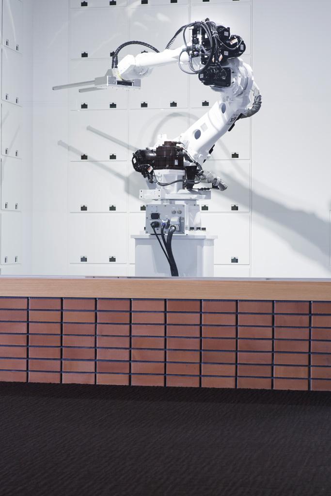 henn-na hotel robots