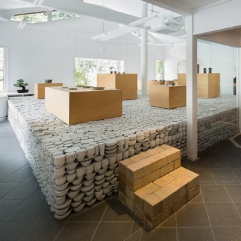 Maruhiro: A Japanese Pottery Shop With an Elevated Base Made From 25,000 Pieces of Imperfect Ceramics