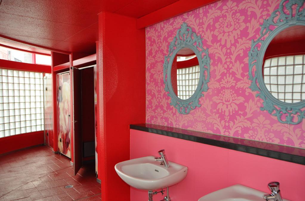 melting dream public toilet
