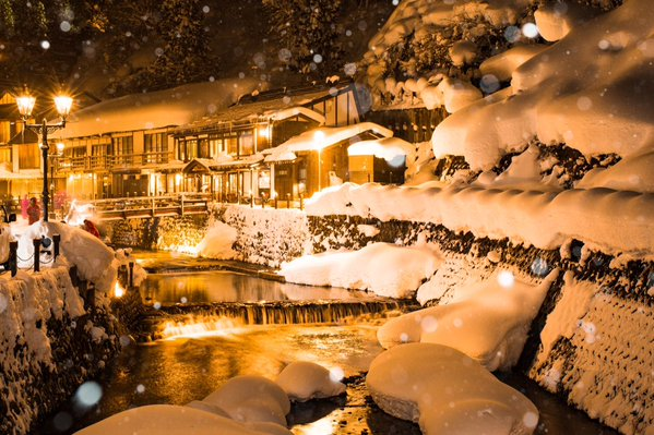 ginzan onsen snow 2
