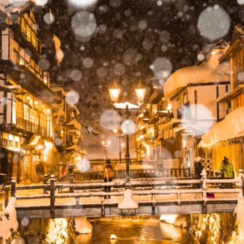 Magical Photographs of Ginzan Onsen in the Snow