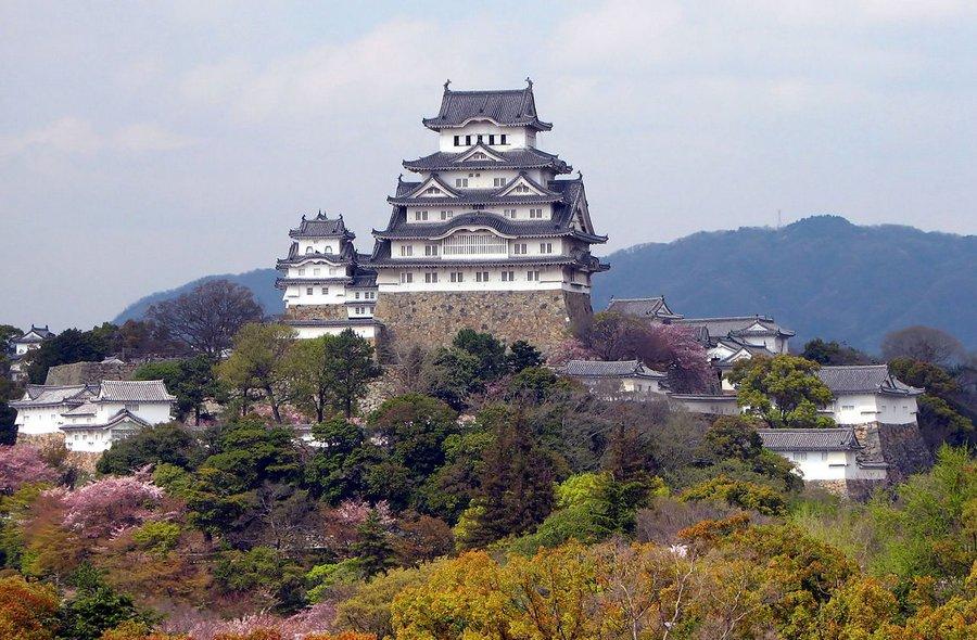 Himeji Castle (photo by Bernard Gagnon)