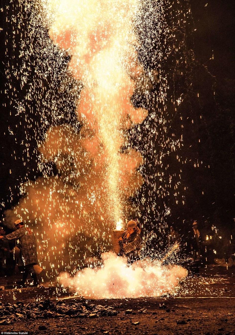 toyohashi gion matsuri fireworks by hide suzuki (7)