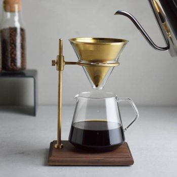 A coffee brewer for admirers of refined craft and slow coffee