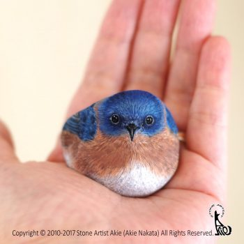 Realistic Miniature Animals Painted onto Found Stones by Akie Nakata