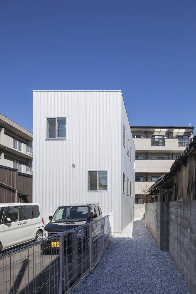 In Japan, an Anti-Decluttering House   Spoon & Tamago