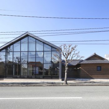 A 100-Year Old Kura and Townhouse, Renovated into the Cafeteria of a Japanese Kindergarten
